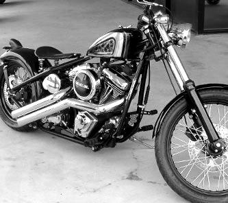Custombike-Versicherung-blackwhite